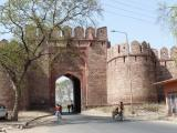 The way up to Fatehpur Sikri through a nice gate